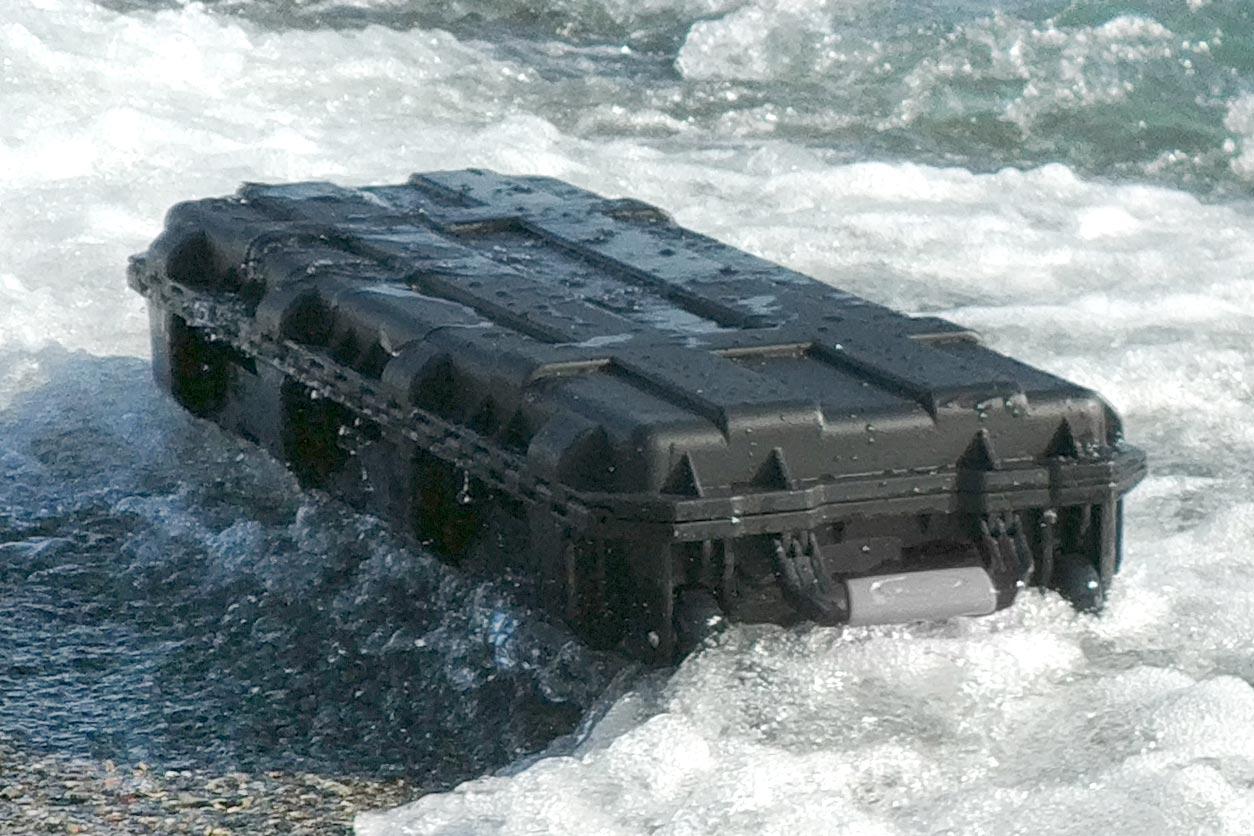 Sinora-Case wasserdicht schwimmt im Wasser